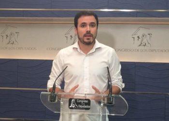 """Garzón tacha de """"escandaloso"""" que otros grupos maniobraran para que Aznar y Zapatero se libren de acudir a la comisión que investiga el rescate financiero en el Congreso"""