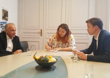 Íñigo Errejón viaja a Ginebra para intercambiar experiencias de desarrollo sostenible y transición energética con el alcalde de la ciudad