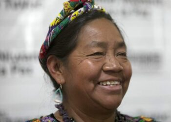 Encuentro Continental en Montevideo / La sabiduría y el espíritu rebelde de Rosalina Tuyuc, lideresa indígena de Guatemala