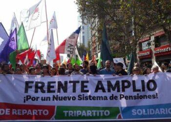 Frente Amplio de Chile reitera rechazo al candidato Guillier