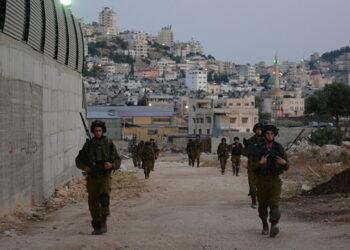 Israel entrega órdenes de expulsión a los palestinos de Yabal al Baba