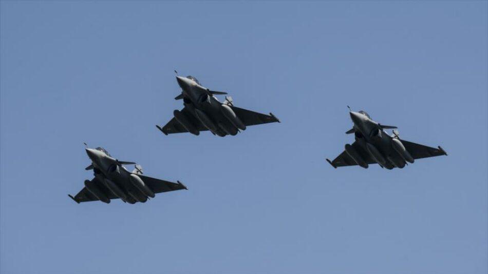 Aviones egipcios atacan refugios de grupos terroristas en Libia