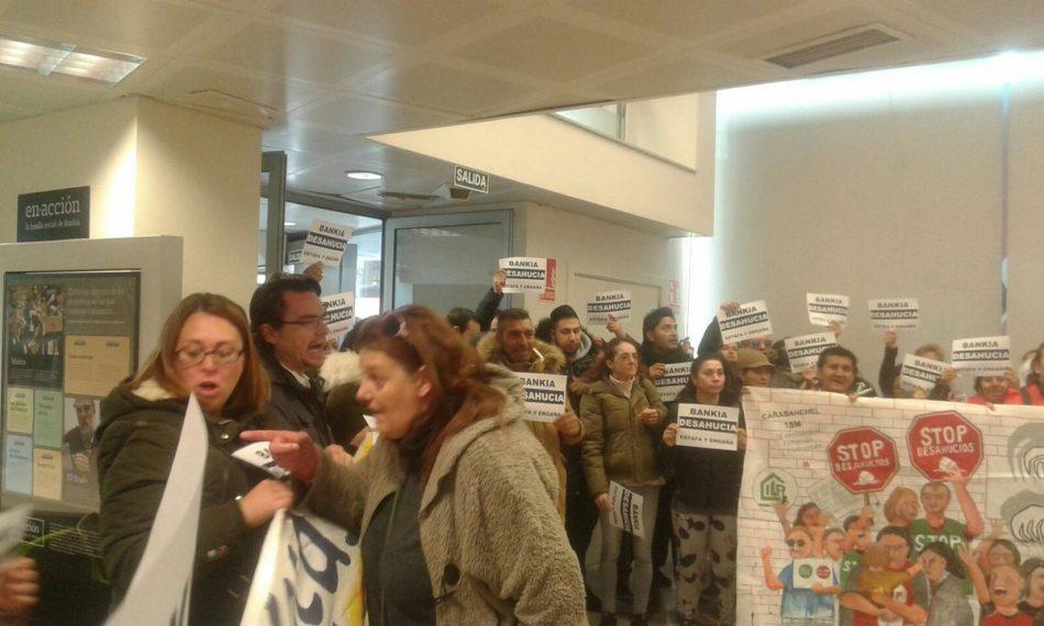 Las PAH madrileñas ocupan una sucursal para demandar negociaciones a Bankia
