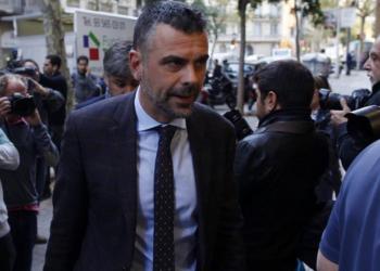Arcópoli lleva a la fiscalía los insultos homófobos al exconsejero catalán Santiago Vila
