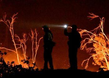 Controlan incendio en California que azotó más de 100 mil hectáreas