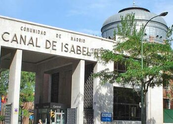 El canal de Isabel II se compromete a estudiar la regularización de los bloques de la PAH sin contrato de agua