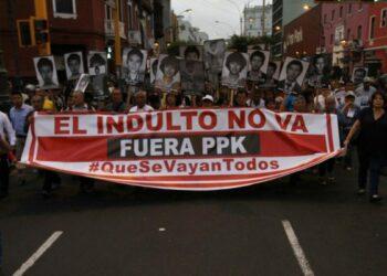 Multitudinaria marcha contra el indulto del ex presidente Alberto Fujimori en Perú