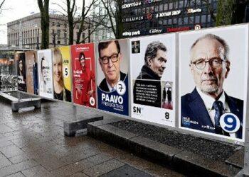 Abren colegios electorales para comicios en Finlandia