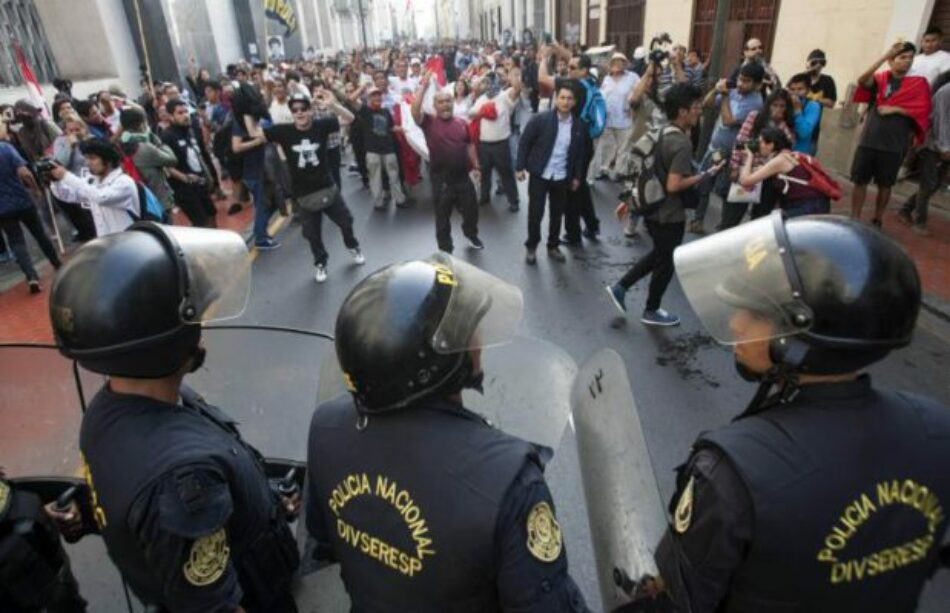 Perú. Fuerte represión policial en Lima contra miles de manifestantes que marchan en contra del indulto al ex dictador Fujimori