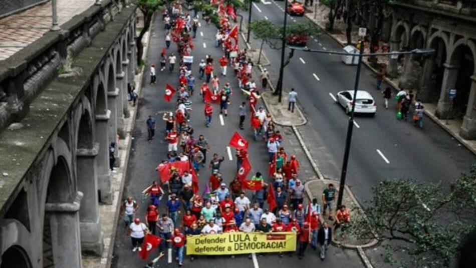 Brasil: Marcha a favor de Lula llega a la ciudad de Porto Alegre
