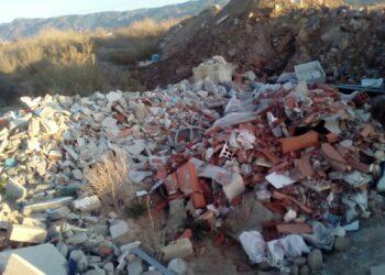 Cambiemos Murcia denuncia que la escombrera ilegal de San Ginés continúa recibiendo gran cantidad de residuos