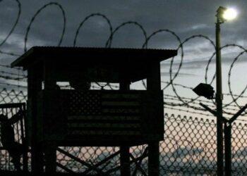 Revelan que Trump mantendrá abierta cárcel de Guantánamo