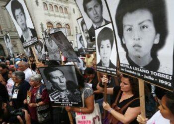 Jornada nacional de protesta moviliza al Perú en contra del indulto a Fujimori
