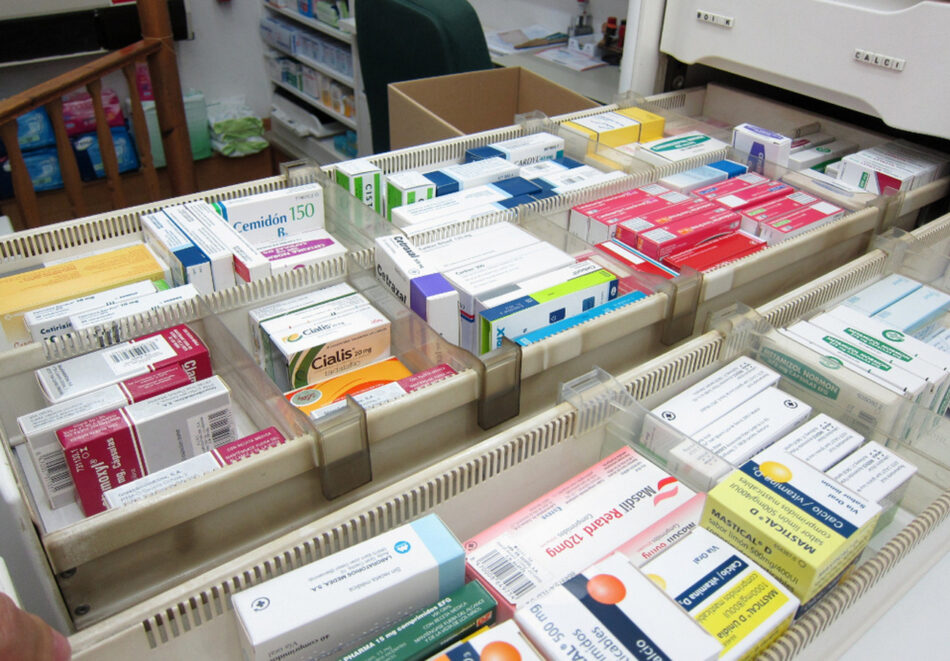 La mitad de los fármacos se han encarecido desde que están desfinanciados