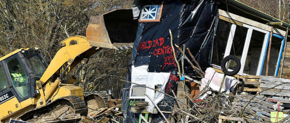 Ecologistas protestan por el desalojo por la fuerza de activistas contra el cementerio nuclear en Bure (Francia)