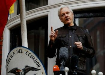 Justicia británica decide si anula orden para detener a Assange