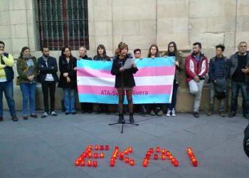 En Sevilla más de un centenar de personas muestra su dolor y rabia por Ekay joven trans suicidado en Ondarroa