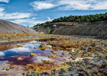 Una de las promotoras del proyecto de reapertura de la mina de cobre de Touro, investigada en Andalucía por la desaparición de 3.000 millones de litros de aguas ácidas