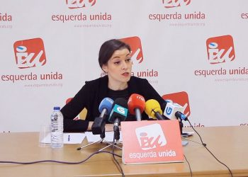 """Eva Solla: """"O PP aproba en solitario a reforma da Lei de Saúde de Galicia sen escoitar ás e aos milleiros de manifestantes que saíron ás rúas"""""""