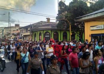 """Perú. Miles de jóvenes marcharon en Loreto contra la """"Ley del esclavo juvenil"""""""