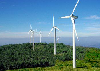 En Marea pone de ejemplo los nuevos proyectos eólicos de la Costa da Morte para hablar de las consecuencias negativas de la Ley de fomento empresarial aprobada por el PP