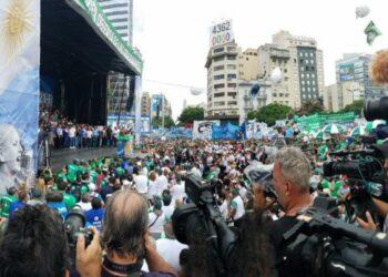Argentina: 400 mil trabajadores y trabajadoras dijeron en la calle NO a Macri y su política de ajuste neoliberal