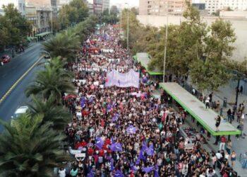 Chile. Miles de mujeres marchan en Santiago por el Día Internacional de la Mujer