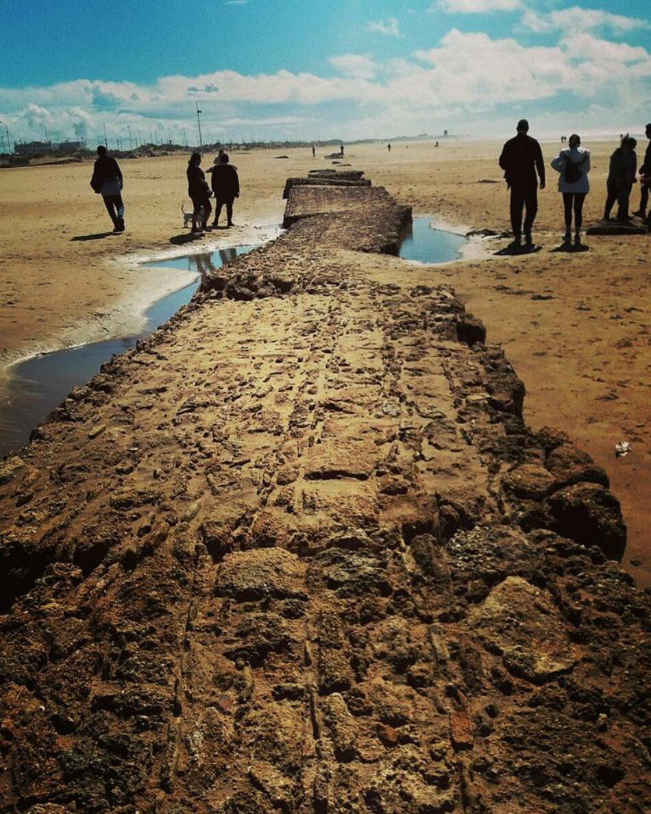 El temporal deja al descubierto dos calzadas (de época Moderna y Romana) y restos del acueducto más largo de Hispania en Cádiz