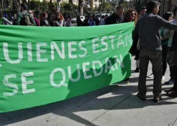 La lucha por la estabilidad del profesorado interino paraliza la actividad docente en Andalucía