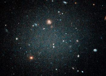 Descubren una inusual galaxia carente de materia oscura