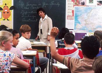 Legisladores de Florida votan a favor de crear programa estatal para armar a los docentes en las aulas