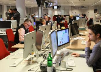 Los hombres ocupan el 75% de los cargos de máxima responsabilidad en los medios convencionales españoles