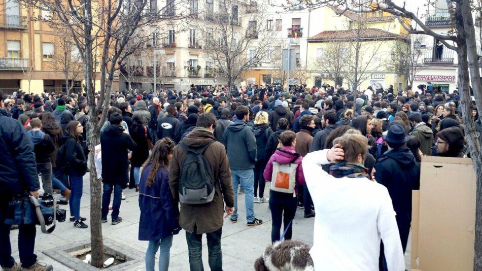 Concentración multitudinaria en Lavapiés para protestar contra la actuación policial tras la muerte de Mame Mbaye
