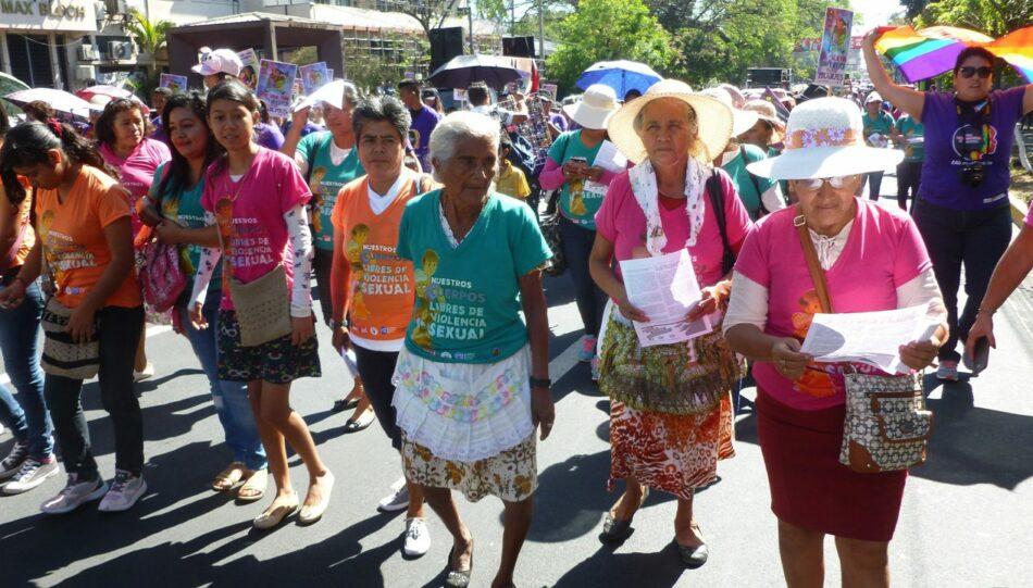 Foto-Reportaje 8M en El Salvador: Miles de mujeres hicieron oir sus reivindicaciones