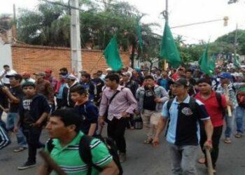 Miles de campesinos marchan por paro agrario en Paraguay
