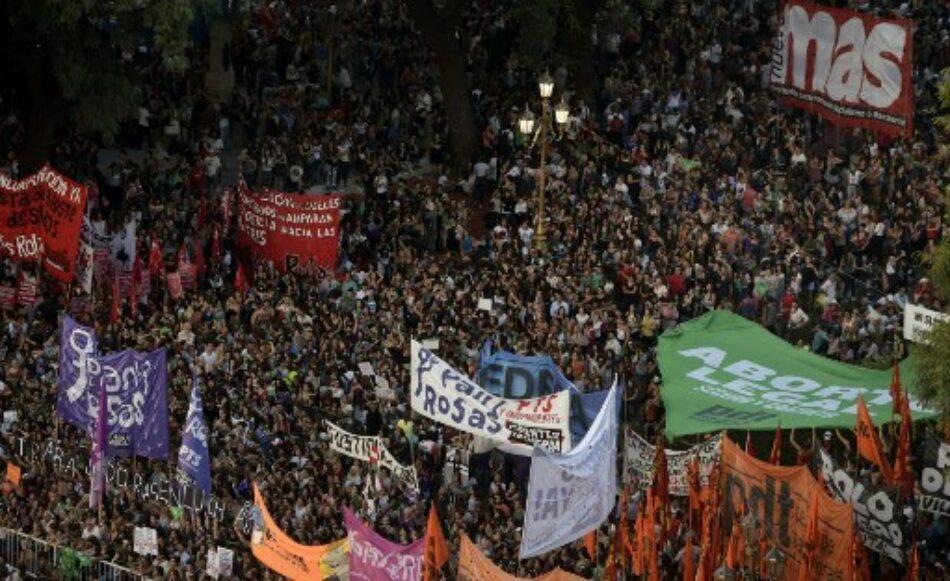 Sancionan a periodistas argentinas por parar el 8M