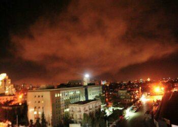 Estados Unidos cumple su amenaza y bombardea posiciones militares en Damasco
