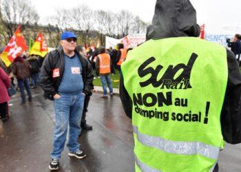Las movilizaciones sociales y huelgas paralizan Francia a 50 años del mayo del '68
