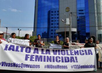 Piden justicia por feminicidios en El Salvador.
