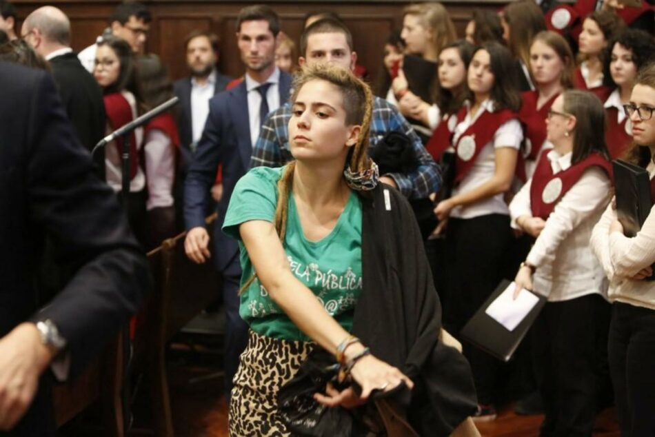 Marina Albiol pide a Juncker que solicite información al Estado sobre las multas a los estudiantes que protestaron durante su investidura en Salamanca