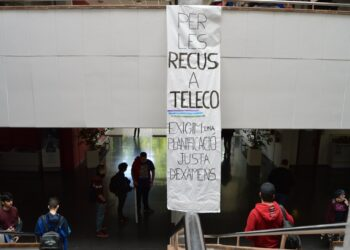Nueva concentración de estudiantes de telecomunicaciones en la UPV para conseguir recuperaciones de exámenes que acaben con las numerosas expulsiones de la Escuela