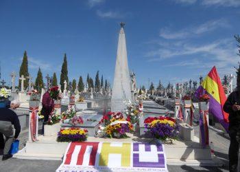 El Ateneo Republicano de Murcia y asociaciones memorialistas de la Región homenajean, ante el Pabellón de los Caídos por la Libertad del cementerio de Espinardo, a las personas fusiladas por el franquismo