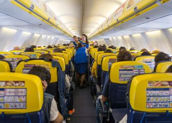 Marina Albiol apoya la petición dirigida a Bruselas para que Ryanair deje de cobrar para que los menores se sienten con sus padres