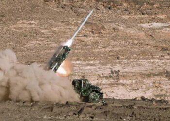 Fuerzas yemenitas atacan centro saudita de guerra electrónica en Najran