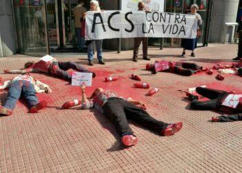 Protesta ante la junta de accionistas de ACS para denunciar los impactos provocados por sus megaproyectos