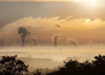 EQUO denuncia la pasividad del Gobierno ante el aumento de las emisiones de CO2 y exige medidas urgentes para acelerar la transición energética