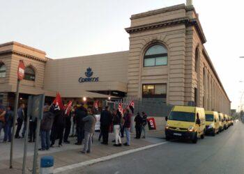 La CGT paraliza las furgonetas de Correos en Barcelona