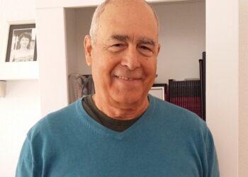 """Entrevista con el escritor Antonio Álvarez Gil: """"Puedo sufrir en varios idiomas y realidades"""""""