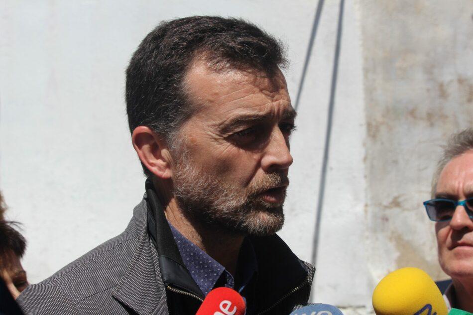"""Antonio Maíllo reclama en Jaén """"planes de aprovechamiento y remozamiento"""" para evitar el abandono y el deterioro de barrios emblemáticos"""