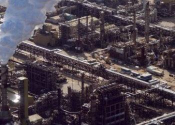 Greenpeace denuncia la vinculación del BBVA con la destrucción provocada por la industria petrolera de Canadá